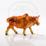 bejewelled-ox-carrying-treasure-0002