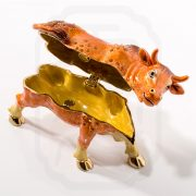 bejewelled-ox-carrying-treasure-0003